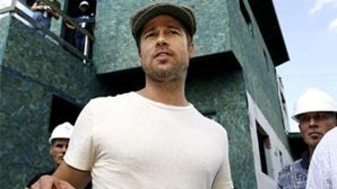 Brad Pitt rogoh saku demi kaum gay