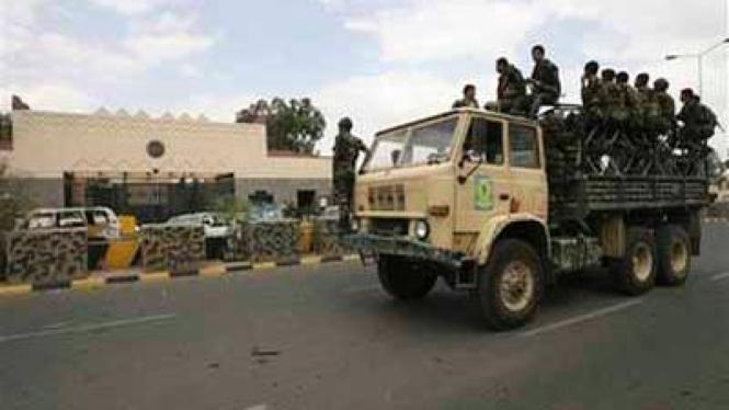 Patroli di Depan Kedutaan AS di Yaman