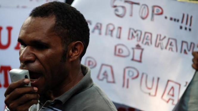 Warga Papua demo KPU