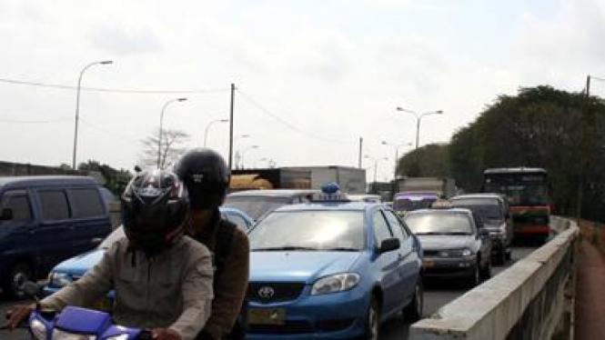 Jumlah kendaraan meningkat membuat Jakarta macet