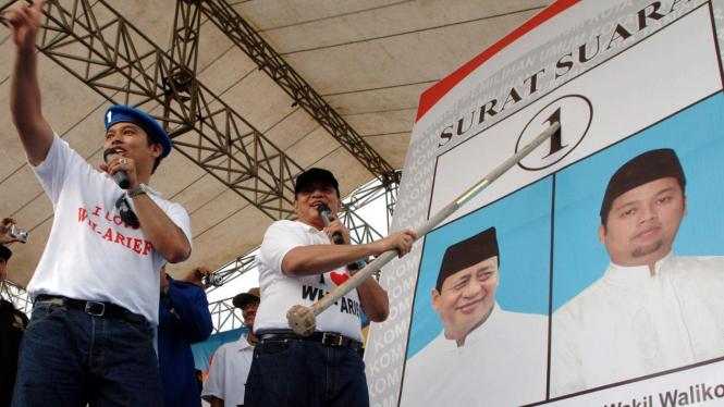 Duet Calon Pilkada Kota Tangerang tunjukkan cara mencoblos