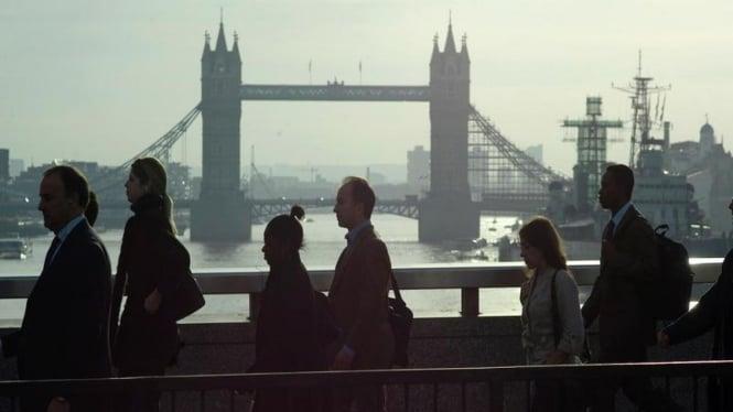 Penduduk Kota London Inggris Pulang Kerja