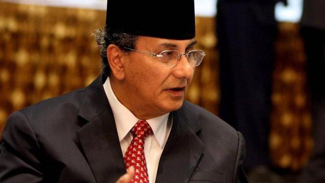 Gubernur Kepulauan Riau Ismeth Abdullah