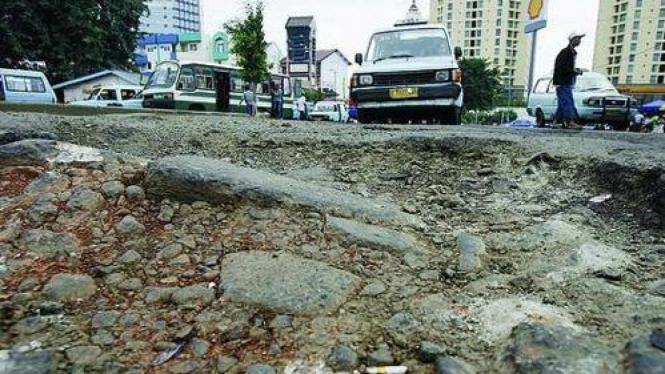 Jalan rusak di Jakarta