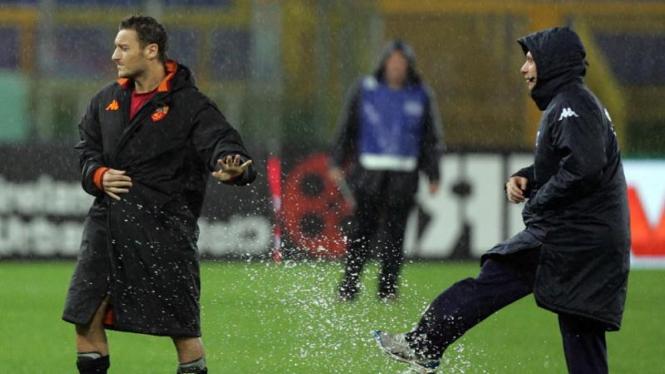 Francesco Totti (kiri) dan Antonio Cassano (kanan)