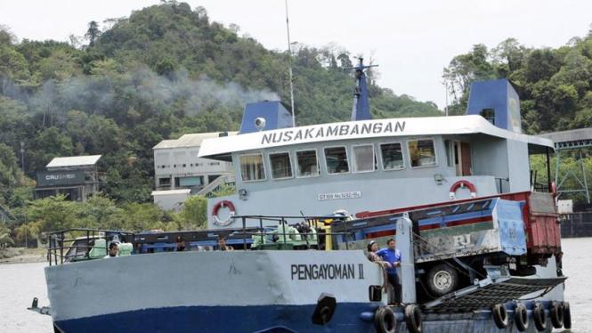Kapal Ferry di Nusakambangan