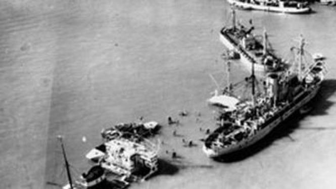 Kapal Mesir Memblokade Terusan Suez.