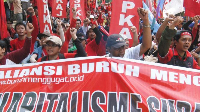 Demonstrasi buruh menolak SKB 4 menteri