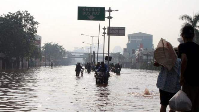 Banjir di Jalan Daan Mogot Jakarta Barat pada tahun 2007