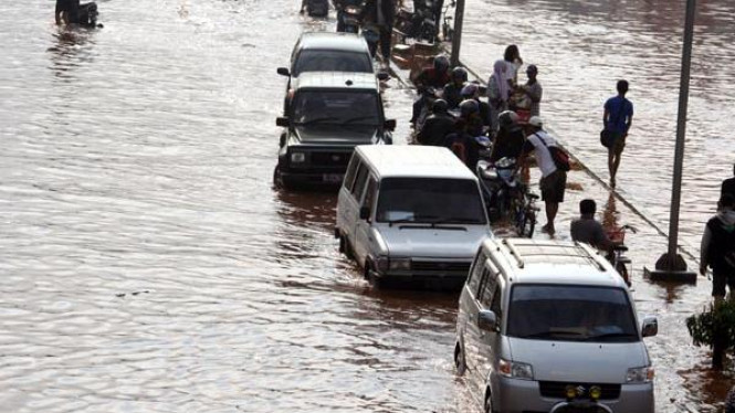 Banjir di Jalan Daan Mogot Jakarta Barat tahun 2007