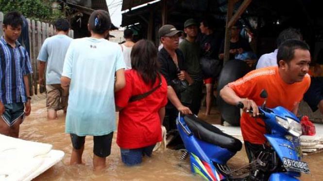 Banjir di daerah Semanan Jakarta Barat pada tahun 2007