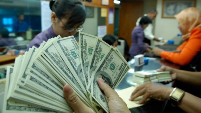 Penukaran valuta asing di Kwitang,Jakarta.