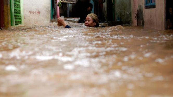 Banjir di Kampung Melayu,Jakarta.