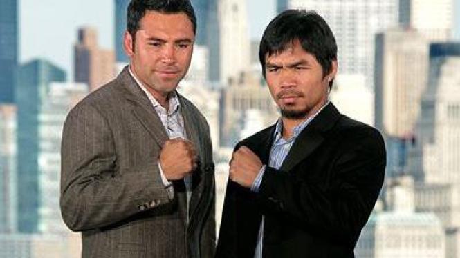 Oscar De La Hoya (kiri) dan Manny Pacquiao
