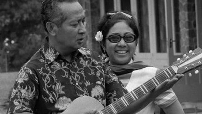 Soeharto dan Ibu Tien