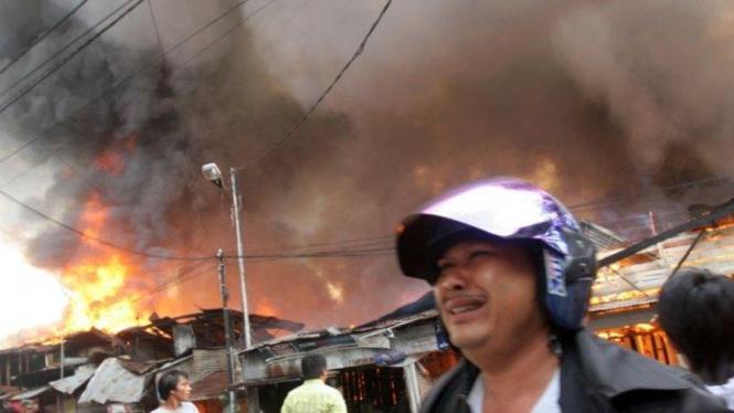 Kebakaran hanguskan puluhan rumah di Medan