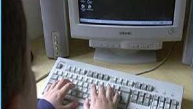 berselancar di dunia maya