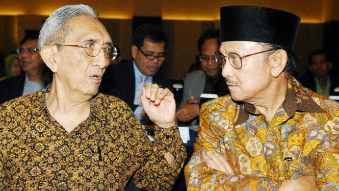 Tokoh pers Rosihan Anwar & BJ Habibie dalam seminar 25 November 2008
