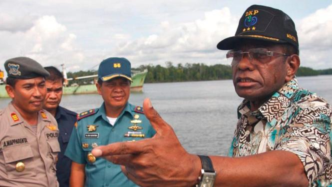 Menteri Kelautan Freddy Numberi tinjau perairan Arafuru