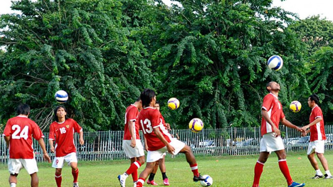 Timnas Indonesia saat berlatih di Senayan,Jakarta.