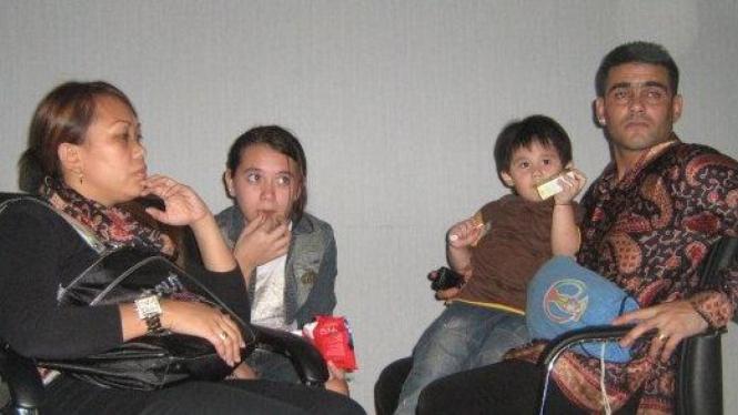 Christian Gonzales dan Keluarga