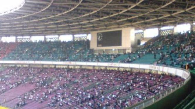 Penonton di Stadion Utama Gelora Bung Karno