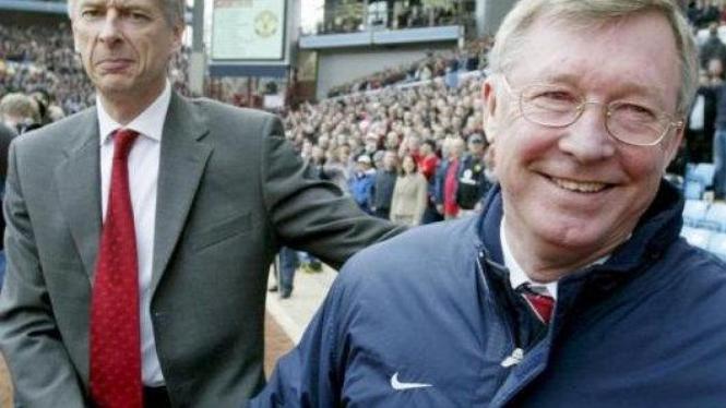 Jabat tangan Sir Alex Ferguson (kanan) & Arsene Wenger