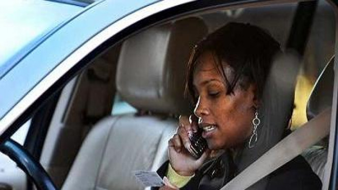 Menelepon sambil berkendara