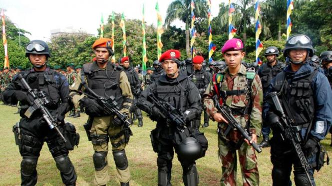 Pasukan gabungan anti teror Polri dan TNI