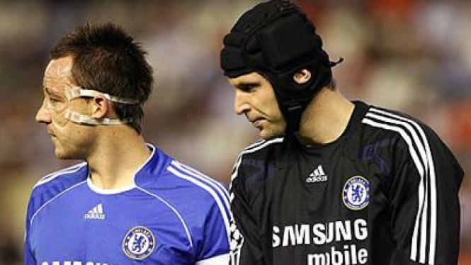 John Terry (kiri) dan Petr Cech