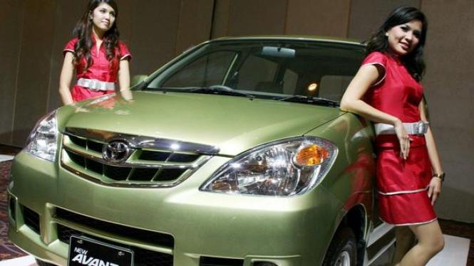 sorot mobil kel New Avanza