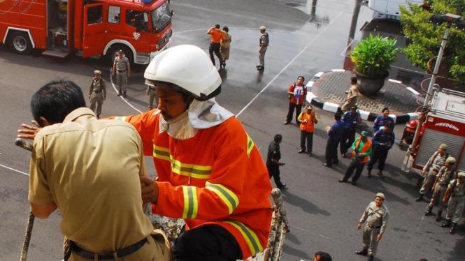 Simulasi Bencana Tsunami dan Kebakaran
