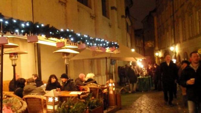 Cafe-Cafe Berhias di Praha Menyambut Tahun Baru