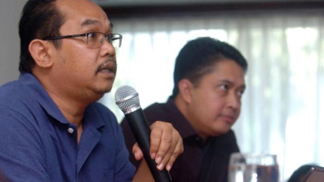 Pemenang PAB XV kategori pemikiran sosial, Saiful Mujani (kiri).