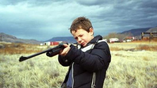 Ilustrasi Anak dan Senjata