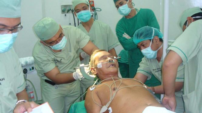 Operasi tumor otak