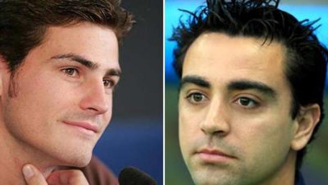 Iker Casillas (kiri) dan Xavi