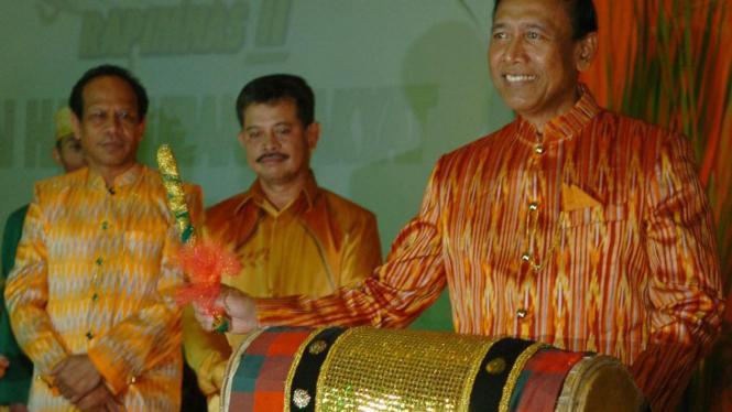 Wiranto membuka Rapimnas Hanura disaksikan