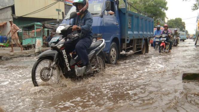 Banjir Akibat Air Laut Pasang