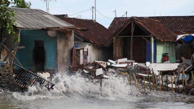 Gelombang pasang di Mataram