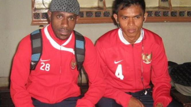 Boaz Solossa (kiri) dan Ricardo Salampessy