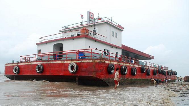 Kapal bermuatan solar milik Pertamina karam di Marunda