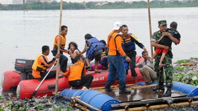 Latihan evakuasi banjir