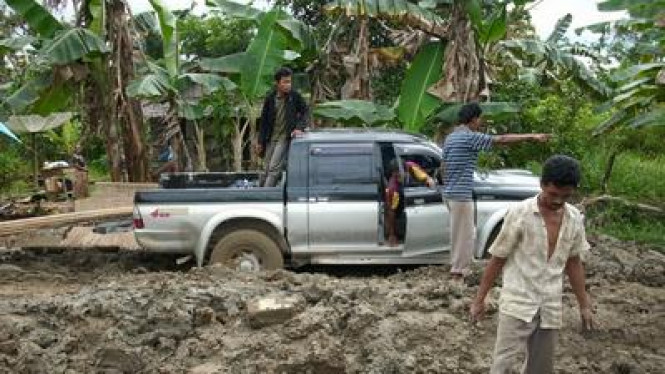 Jalan Rusak Parah di Kabupaten Kayong Utara Kalimantan Barat