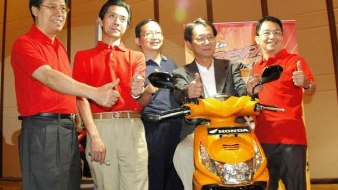 Direksi PT Astra Honda Motor saat meluncurkan Honda Beat, beberapa waktu lalu.