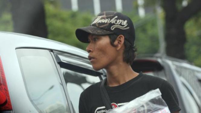 Pedagang asongan di jalan Jakarta