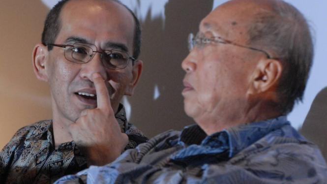 Faisal Basri (kiri) dan Sofjan Wanandi (kanan).