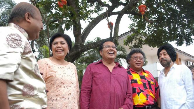 (Ki-ka): Muhammad AS Hikam, Kartini Syahrir, Rizal Ramli, Wimar Witoelar, dan HS Dillon.