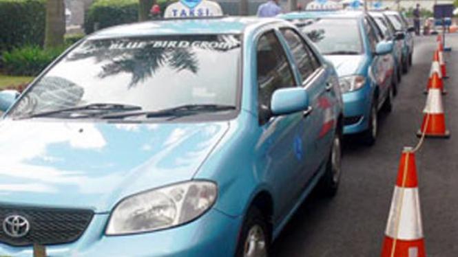 Taksi Blue Bird saat menunggu penumpang