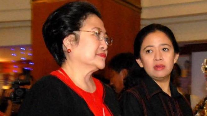 Megawati Soekarnoputri dan anaknya, Puan Maharani.